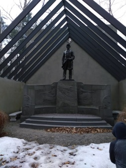 gauden statue bench